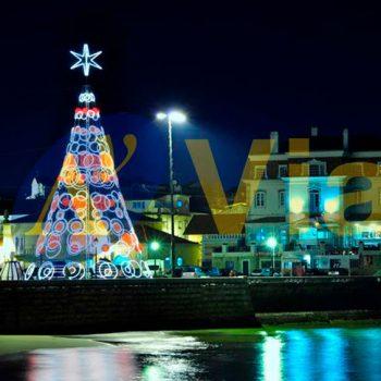 Árbol de Navidad en una plaza céntrica