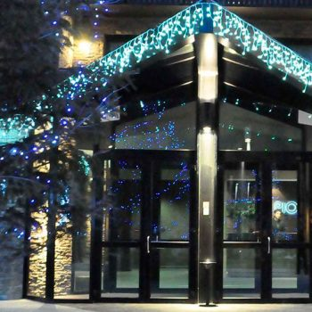 Decorando fachadas en Navidad