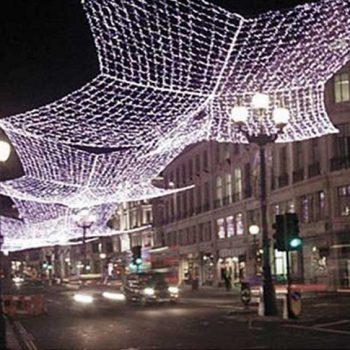 Cómo montar redes aéreas de luces LED y luces de Navidad