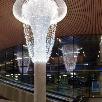 Lámpara tipo araña con 2 aros y cortinas de luces