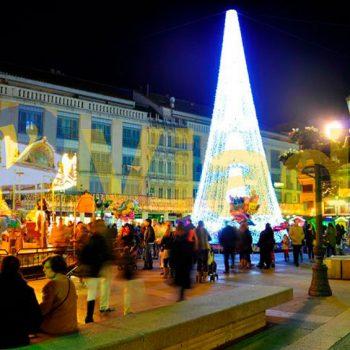 Árbol Navidad decoración centro del pueblo